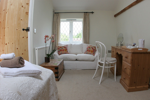 Rooms and rates bed and breakfast in stagsden for Garden rooms stagsden